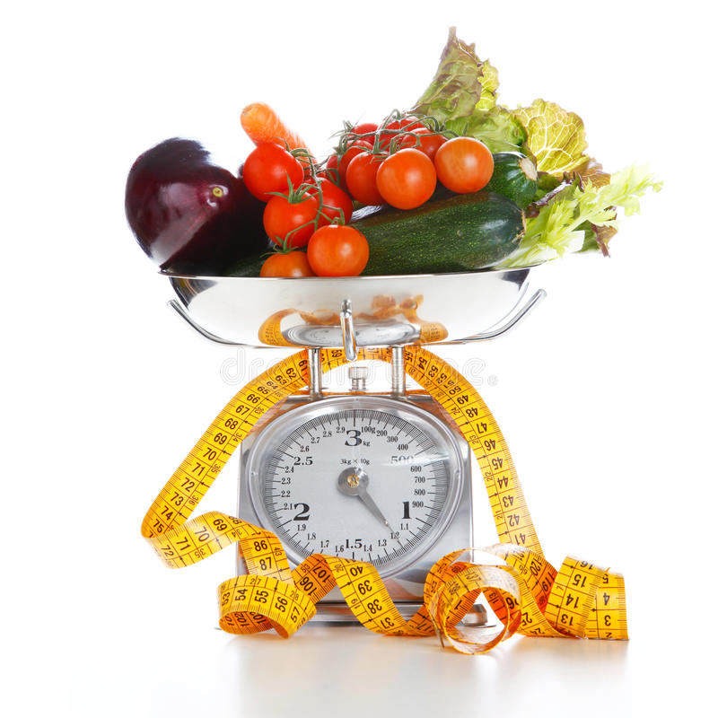 vegetables-fruits-weighing-scale-37722597